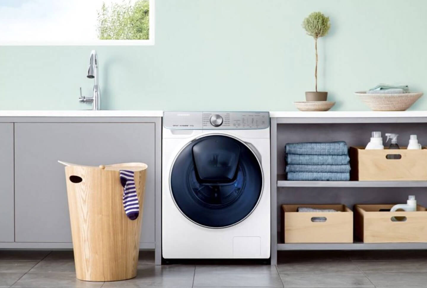 Moreover, the WW8800M is Samsungs first IoT ready laundry machine,  boasting an AI-powered laundry assistant called Q-rator.